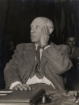 Original photograph de  : Picasso listening the speakers