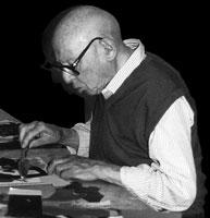 Maurice Estève dans son atelier