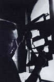 Photographie de Pierre Soulages dans son atelier